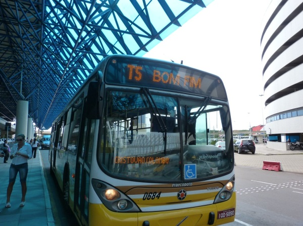 A linha T5 atende as regiões turísticas, tem ar condicionado e custa R$ 2,85